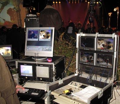 I Tecnici di Teleregione mentre registrano la serata dello spettacolo SA MENZUS ZENTE.