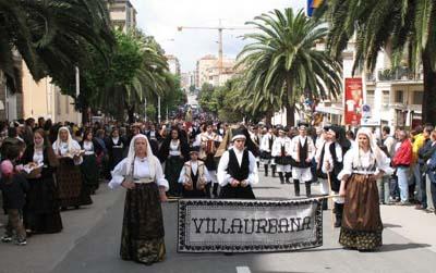 """Viene a vedere le immagini della giornata trascorsa a Sassari con il gruppo folk """"Biddobrana"""""""