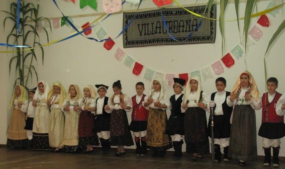 I Bambini imprano e ballano il Ballo tradizionale di Villaurbana
